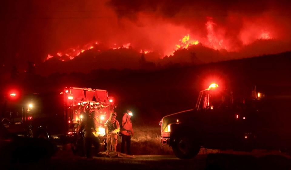California'da yangın nedeniyle binlerce kişi tahliye edildi | Voice Kıbrıs  Haber